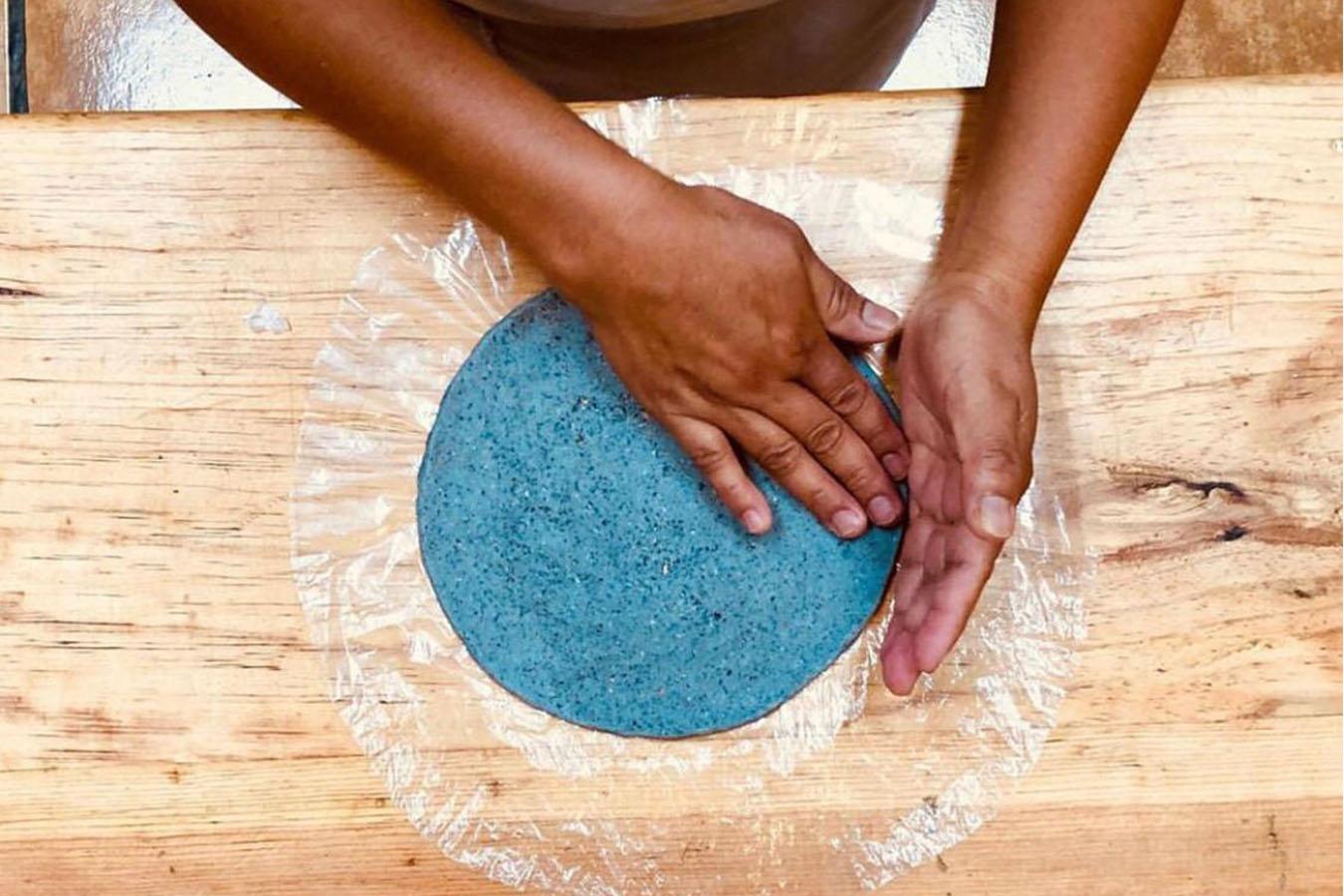 tortillas a mano tortilla azul tortillas artesanales tortillas de maiz criollo tortillería batsiwaj