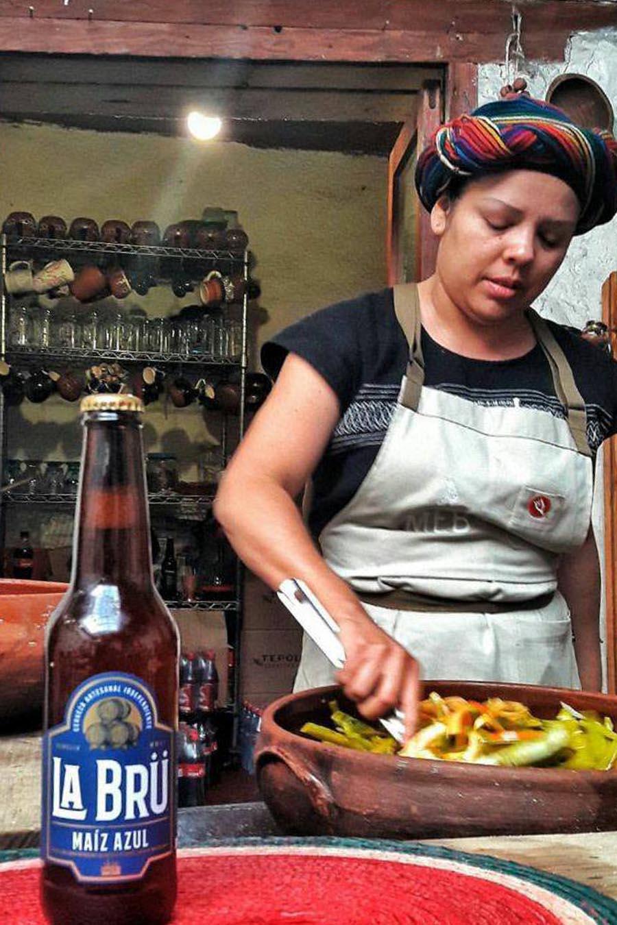 cerveza de maiz azul michoacan antojitos de maiz cerveza de maiz mexico michoacan la bru